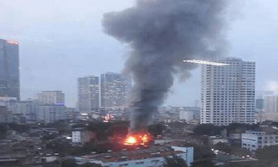 Video: Cháy dữ dội trên đường Đê La Thành, cột khói cao hàng chục mét