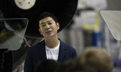 Chân dung tỷ phú người Nhật sắp du hành Mặt Trăng qua công ty của Elon Musk