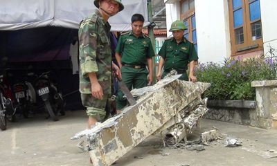 Vớt được vật thể lạ nặng 200kg nghi là mảnh vỡ của máy bay rơi xuống biển ở Quảng Bình