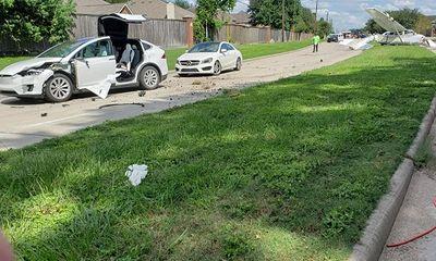 Hi hữu: Ô tô Tesla bị máy bay đâm trúng, tài xế vẫn bình yên vô sự