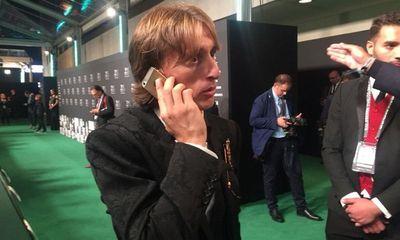 Lương 275 tỷ/năm, Luka Modric vẫn dùng iPhone 5S khiến nhiều người bất ngờ