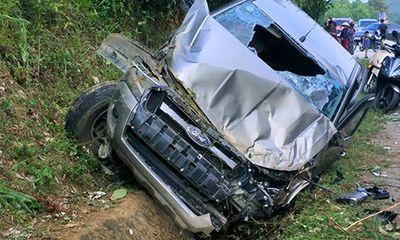 Tin tai nạn giao thông mới nhất ngày 1/10/2018: Ôtô bán tải đâm vào vách núi, tài xế tử vong