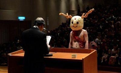 Bất ngờ với những trang phục tốt nghiệp kỳ lạ của các cử nhân đại học nước ngoài