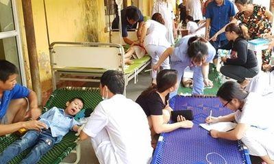 250 học sinh tiểu học Ninh Bình đi cấp cứu vì ngộ độc sau bữa trưa tại trường