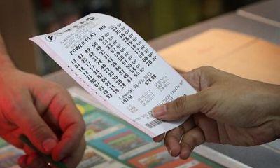 Bất ngờ tìm được tờ vé số trúng 23 tỷ đồng sắp hết hạn bỏ quên trong ví