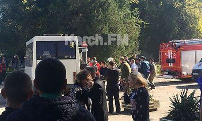 Đánh bom, xả súng khủng bố tại trường học Crimea: 70 người thương vong
