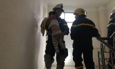 Cháy tầng 10 chung cư ở Mỹ Đình, hàng chục người được cứu thoát