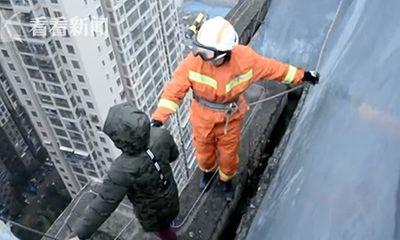 Không muốn đi học, cậu bé 8 tuổi muốn nhảy lầu tự tử từ tầng 33