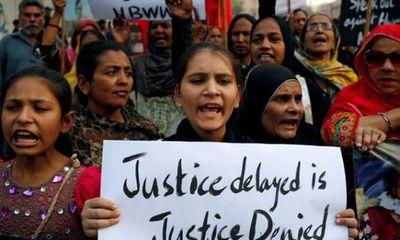 Pakistan: Thiếu nữ 15 tuổi bị 2 nhân viên y tế cưỡng bức trong xe cứu thương