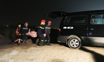 Trục vớt ô tô lao từ cầu Chương Dương xuống sông Hồng: Tìm thấy 2 thi thể trong xe
