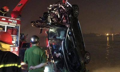 Vụ xe Mercedes rơi khỏi cầu Chương Dương: CMND người đàn ông tìm thấy trên xe là ai?
