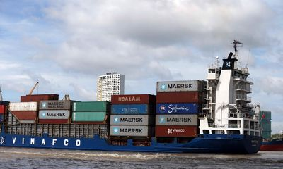 Hải quan kiến nghị bán 450 tấn lốp xe cũ vô chủ tại cảng Cát Lái với giá 0 đồng