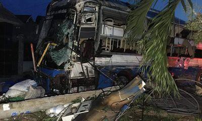 Tin tai nạn giao thông mới nhất ngày 16/11/2018: Ôtô lao vực sâu, chồng chết, vợ con chấn thương nặng
