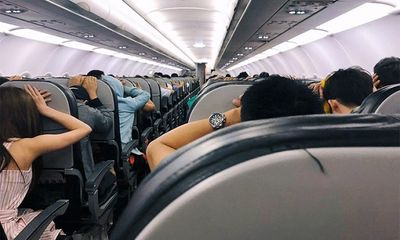 Video: Hàng trăm hành khách la hét, hoảng sợ khi máy bay của Vietjet gặp sự cố