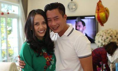MC Hoa Thanh Tùng khoe ảnh cận mặt vợ xinh đẹp sau 15 năm kết hôn
