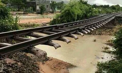Đường sắt Bắc - Nam tê liệt do ảnh hưởng của bão số 9