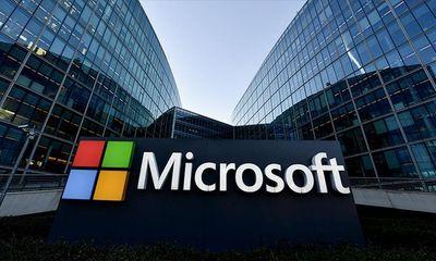 """Apple phải nhường ngôi """"công ty giá trị nhất thế giới"""" cho ông lớn """"máu mặt"""" Microsoft"""
