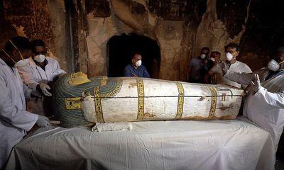 Video: Ai Cập lần đầu tiên mở quan tài xác ướp 3.000 năm tuổi còn nguyên vẹn