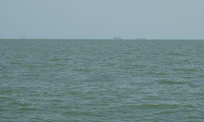 Xót xa vợ chết mắc trong lưới đánh cá, chồng mất tích