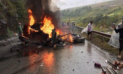 Tin tai nạn giao thông mới nhất ngày 11/12/2018: Mất lái lao vào vách núi, container văng đầu bốc cháy