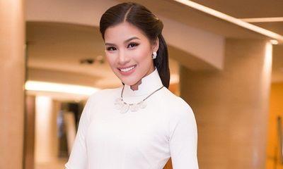 Nguyễn Thị Thành ngồi ghế giám khảo cuộc thi hoa hậu tại Hàn Quốc