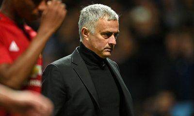 Manchester United chính thức sa thải Jose Mourinho