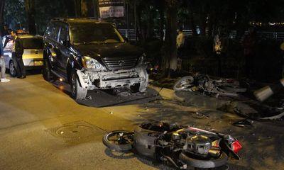 Xe Lexus gây tai nạn liên hoàn tại hồ Tây, 6 người nhập viện cấp cứu