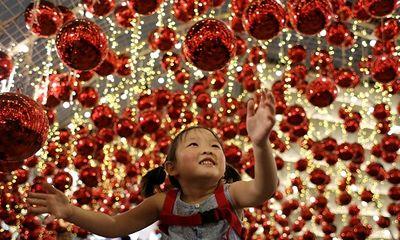 Không khí Giáng sinh tưng bừng khắp thế giới