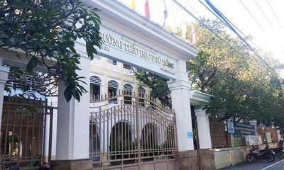 Đà Nẵng: Rơi từ tầng 2 xuống sân trường, học sinh lớp 1 nguy kịch