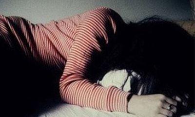 Tạm giữ gã cha dượng lẻn vào phòng ngủ giở trò đồi bại với bé gái 11 tuổi