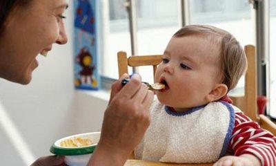Mẹ có biết nên làm gì khi trẻ biếng ăn chưa?