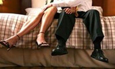 Cách chức bí thư xã vào nhà nghỉ với phụ nữ có chồng, lộ ảnh nóng