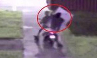 Video: Trộm đánh rơi tivi 43 inch trên đường tẩu thoát