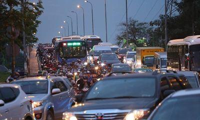 Người Sài Gòn ùn ùn về quê nghỉ Tết Dương lịch, đường xá, bến xe kẹt cứng