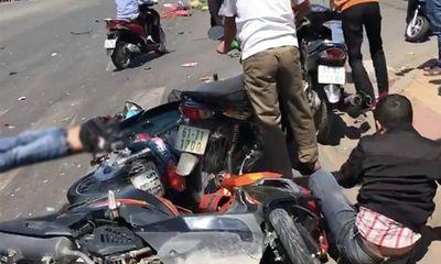 Xót xa những vụ tai nạn thảm khốc do ô tô đâm lao vào người đứng chờ đèn đỏ