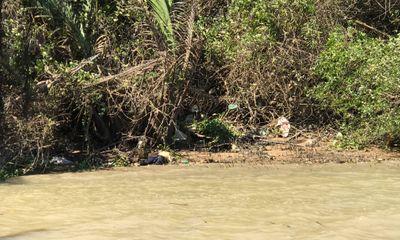Đi đánh cá, bàng hoàng phát hiện thi thể người đàn ông tóc bạc trôi sông