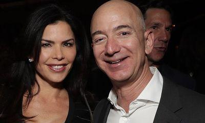 Tỷ phú Jeff Bezos tái xuất trước công chúng sau bê bối ngoại tình