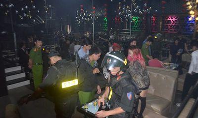 """Cảnh sát đột kích vũ trường, phát hiện 50 nam thanh nữ tú nghi """"phê"""" ma túy"""