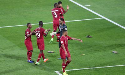 AFC điều tra vụ CĐV UAE ném giày dép vào cầu thủ Qatar tại Asian Cup 2019