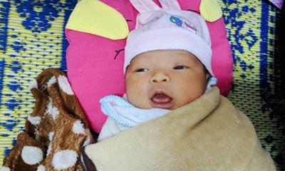 Xót xa bé gái sơ sinh bị bỏ rơi ở hành lang bệnh viện ngày giáp Tết