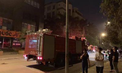 Hà Nội: Chập điện, chung cư cháy lớn lúc nửa đêm khiến nhiều người hoang mang
