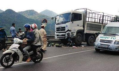 Xe máy đấu đầu ô tô trên đèo Bảo Lộc, nam