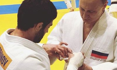 Video: Tổng thống Putin bị thương ở tay khi tập Judo với vận động viên vô địch Olympic