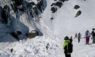 Thụy Sĩ: Lở tuyết nghiêm trọng khiến 10 người bị chôn vùi