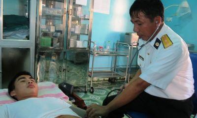 Kỷ niệm ngày thầy thuốc Việt Nam 27/2: Những bác sĩ hồi sinh cho ngư dân biển