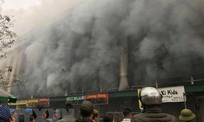 Bắc Ninh: Cháy lớn tại Trung tâm thương mại Chợ Giầu