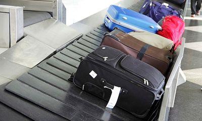 Không nên bỏ đồ quý giá trong hành lý ký gửi khi đi máy bay
