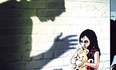Liên tiếp các vụ giáo viên xâm hại học sinh: Đừng để con trẻ đơn độc!