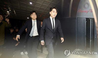Cảnh sát xác nhận Seungri phát tán clip nhạy cảm, cổ phiếu YG rớt giá thảm hại