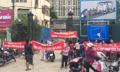 Vụ CC Home City 177 Trung Kính bị bịt lối đi: Chủ đầu tư Văn Phú nói không ai đổ trộm phế liệu?